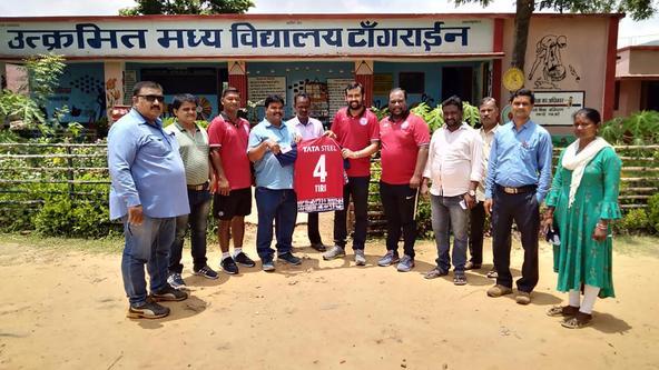 Jamshedpur FC officials visit Utkramit Madhya Vidyalaya in Tangrine, Potka