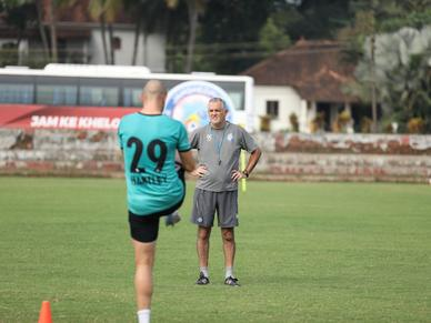 """""""We have to make sure we put forth our best performance against FC Goa"""" - Owen Coyle ahead of #FCGJFC"""